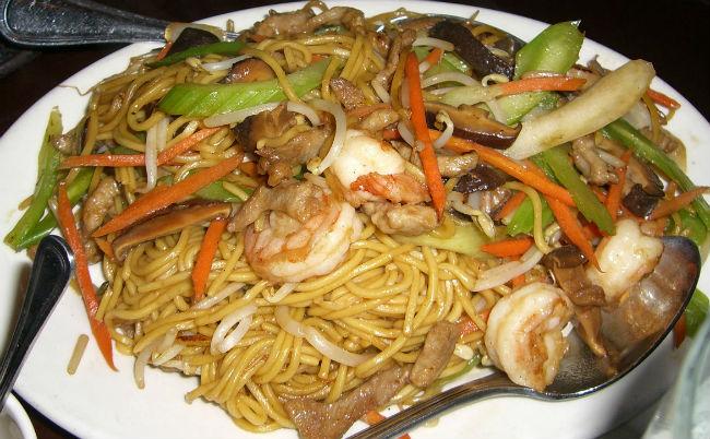 Se dice que después de trabajar durante mucho tiempo, cada migrante chino recibe como premio un restaurante. // Foto: Especial.