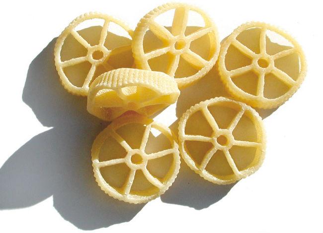 Por su tamaño y forma, la pasta rotelle es comúnmento usada en ensaladas o preparaciones con salsas muy espesas. // Foto: Especial.