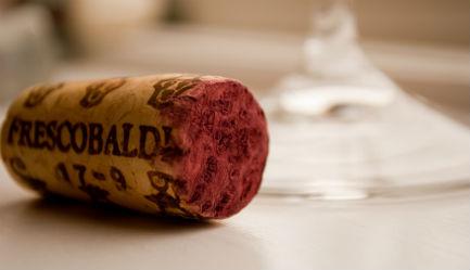 ¿Se huele el corcho para conocer la calidad del vino? Falso. // Foto: Especial