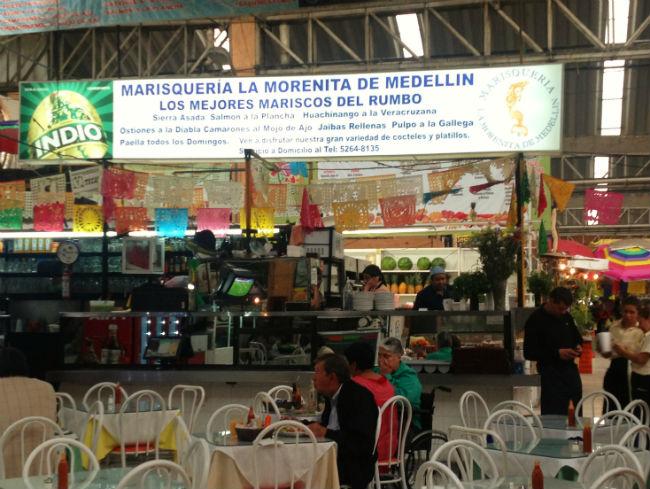 """""""La morenita de Medellín"""", la marisquería obligada para los que visitan el mercado. // Foto: Especial."""