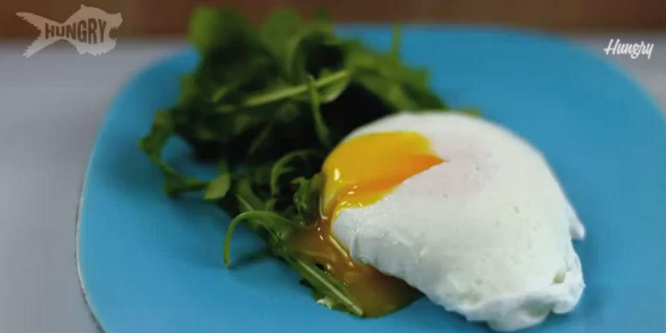 Le sale un huevo de gallina del culo - 4 8