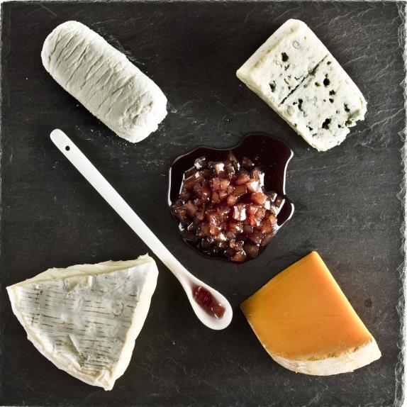 Sibariana también ofrece tablas de quesos para degustar con sus mermeladas. // Foto: Siberiana