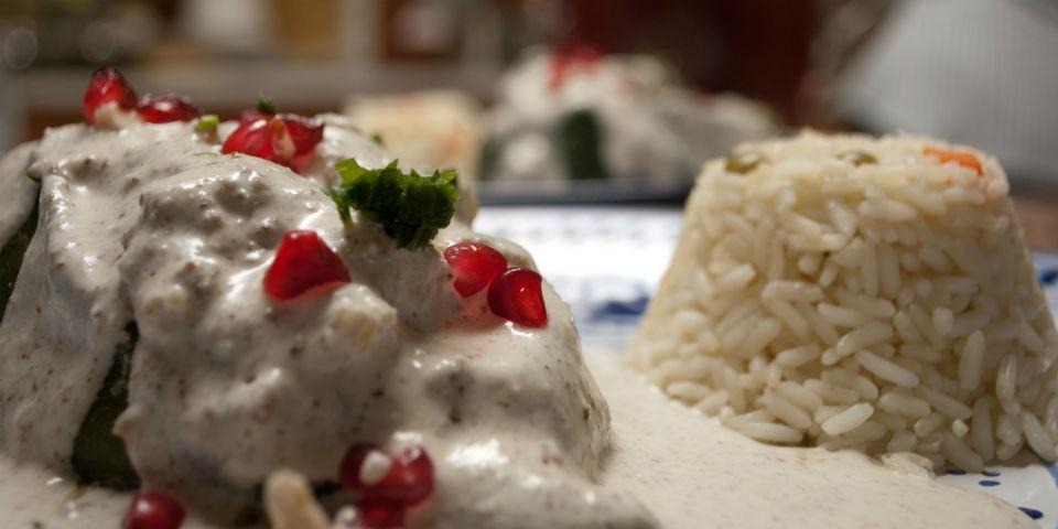 El chile poblano es uno de los ingredientes principales de los chiles en nogada. // Foto: Especial.
