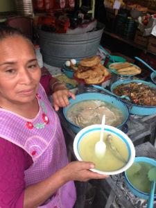 El plato de ajolotada, con una pieza de carne, cuesta 70 pesos. // Foto: Lalo Plascencia.