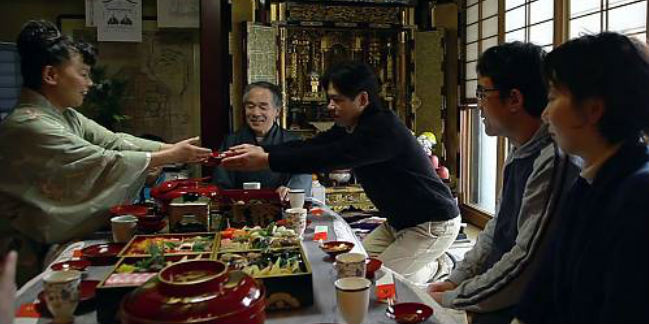 Los conocimientos y competencias prácticas elementales del washoku se transmiten en la familia. // Foto: Unesco.