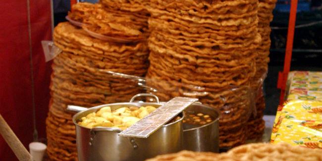 """Los buñuelos """"de rodilla"""" son una tradición que se pierde poco a poco. // Foto: Cuartoscuro."""