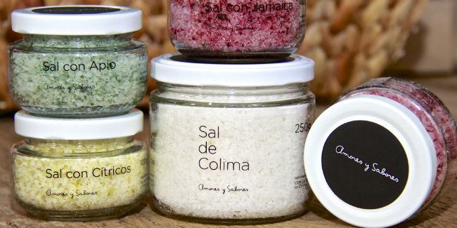 Entre los productos de Amores y Sabores puedes encontrar sales con un toque de otros ingredientes. // Foto: Especial.