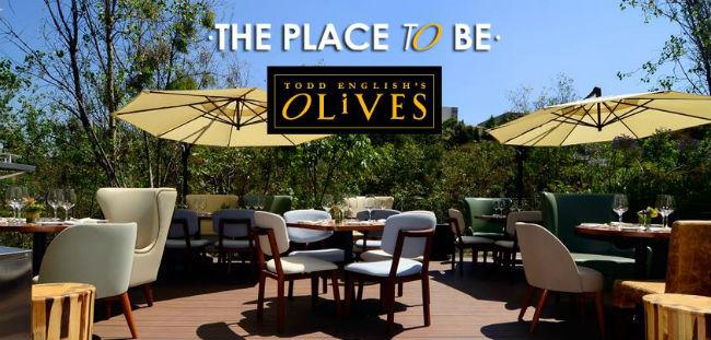 La terraza es animada e invita a tomar un buen trago o pedir un platillo fresco. // Foto: Cortesía.