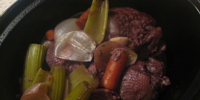 Cocinar a baja temperatura durante un largo tiempo tiene sus ventajas y puede hacer un 'coq au vin' simplemente increíble // Foto: Especial