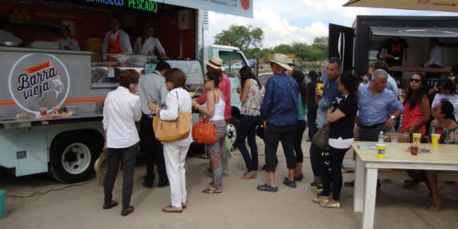 Reúna food trucks y stands de productores en el mismo lugar para darle opciones a los asistentes. ¡Que nadie se quede sin comer! // Foto: Alejandro Escalante.