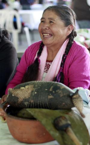 Guadalupe Mejía participó de último momento, no estaba en sus planes encontrarse un armadillo atropellado. // Foto: Deni Álvarez.