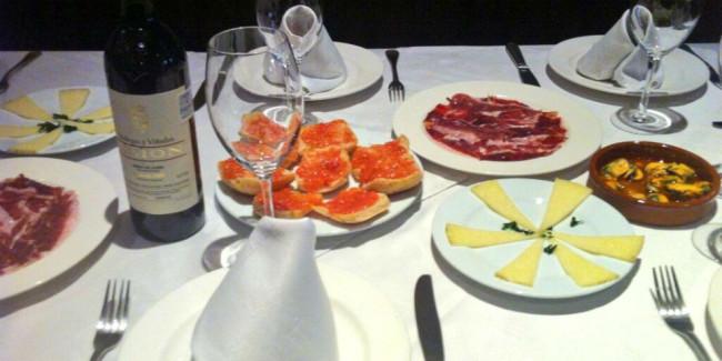 La carta no es amplia pero el menú es de calidad; destacan los platillos para compartir. // Foto: Twitter La Taberna del Chanclas.