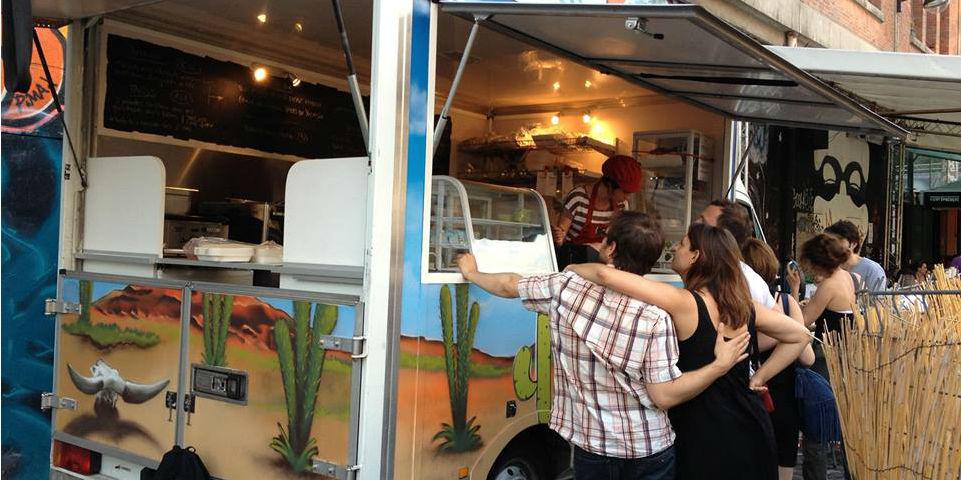 El Tacot es uno de los food trucks que ofrecen comida mexicana en las calles de la Ciudad Luz. // Foto: El Tacot (Facebook)