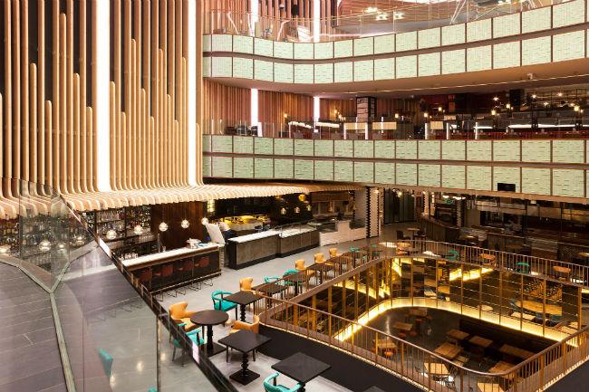 El nuevo 'food hall' español cuenta con un  mil metros cuadrados de espacio distribuidos en cinco pisos. // Foto: Platea Madrid (vía Facebook).
