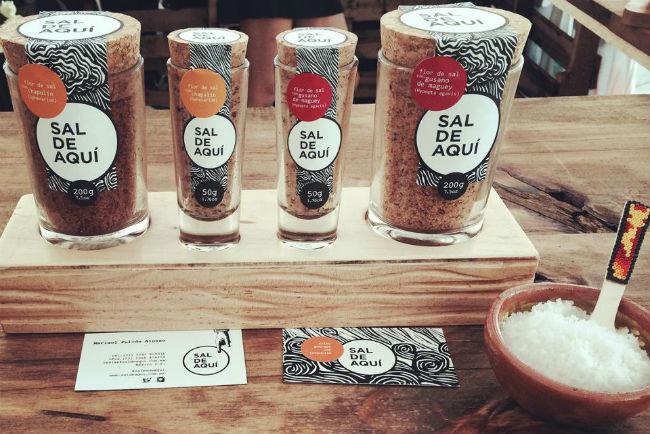 Las sales vienen en distintas presentaciones y cada envase es reutilizable. // Foto: Sal de Aquí (Facebook)