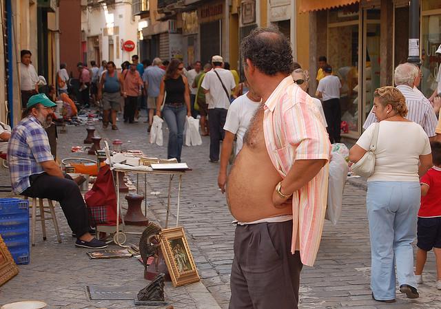 ¿Realmente comer parado da indigestión?
