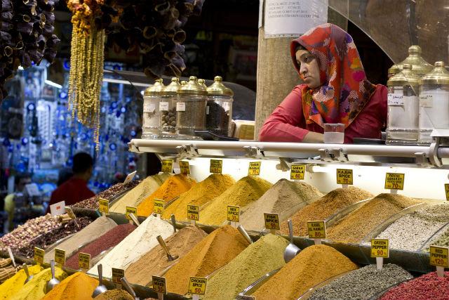 Si bien las especias ya se usaban en la antigüedad, las de Oriente despertaron la ambición de los imperios por su insustituible sabor y, hay que decirlo, por su valor económico. // Foto: William Neuheisel (Creative Commons)