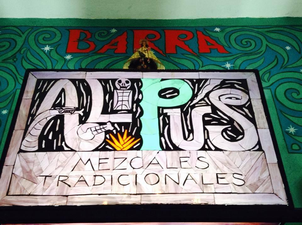 En el corazón de Tlalpan, Barra Alipús ofrece una amplia selección de mezcales // Foto: Alipús (Vía Facebook).