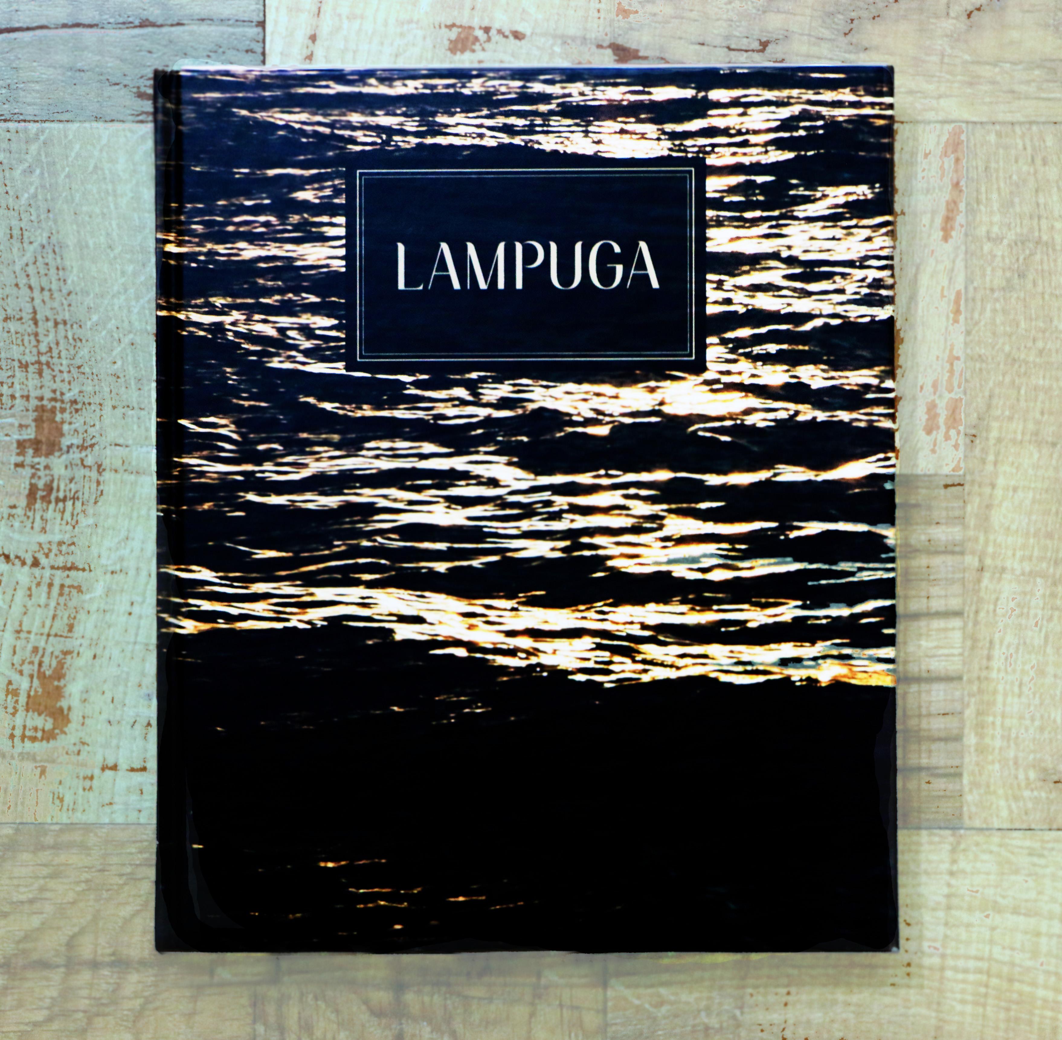 'Lampuga, el universo en un plato' es un libro dedicado a los clientes y un homenaje a todos las personas que intervienen en la creación de un platillo. // Foto: Deni Álvarez (@deniletus).