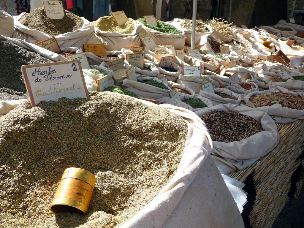 La mezcla provenzal de hierbas es ideal para dar a los aceites grandes notas aromáticas. // Foto: Wikicommons