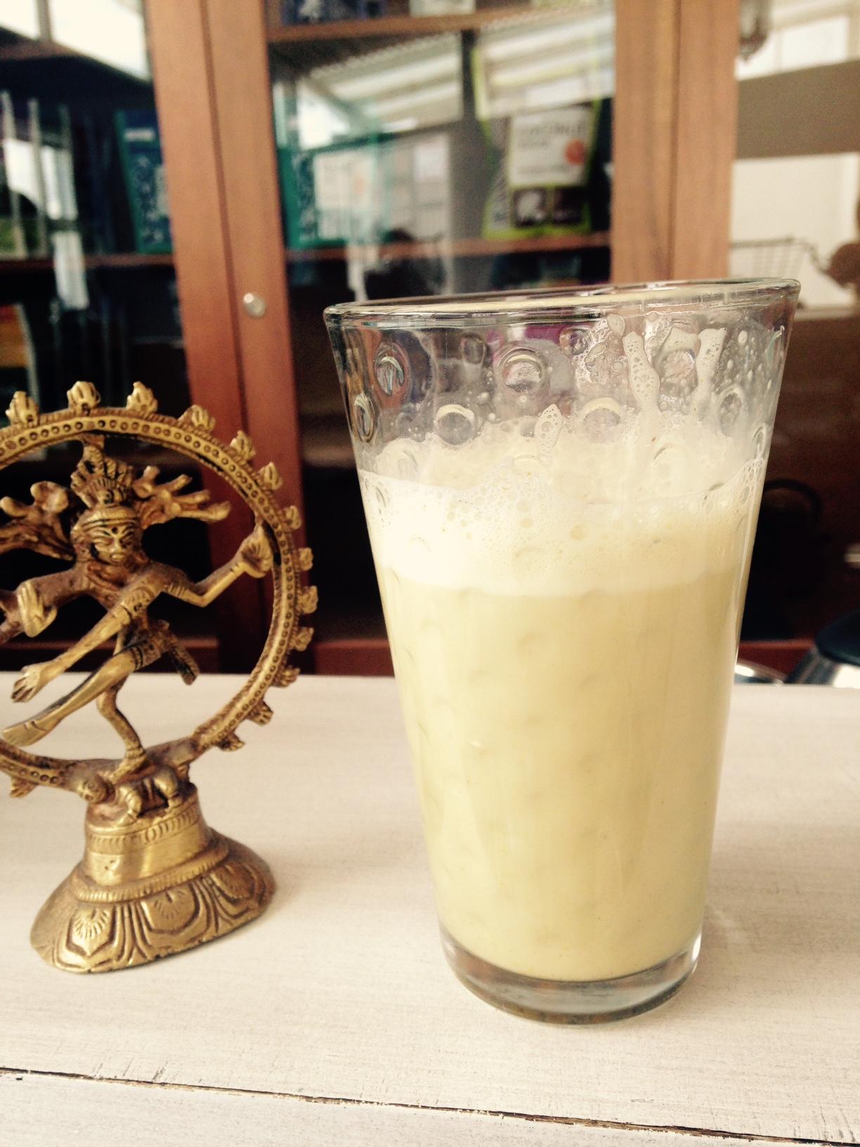 La leche dorada es una bebida ideal para las personas que practican yoga. // Foto: Pía Quintana.