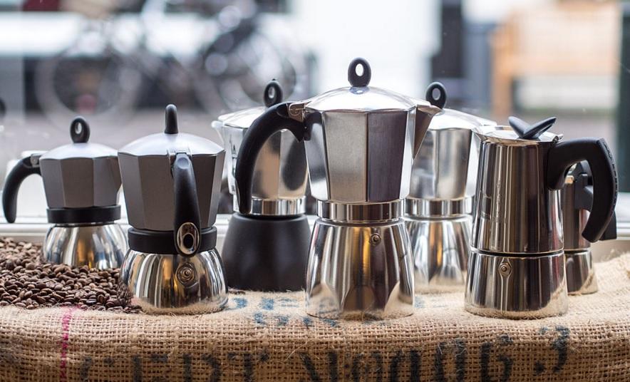 Ya no necesitas ir a gastarte la quincena en cafeterías de especialidad para tener el café perfecto. Mira estos tips para hacerlo en casa.