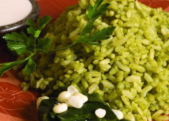cómo hacer arroz verde con chile poblano