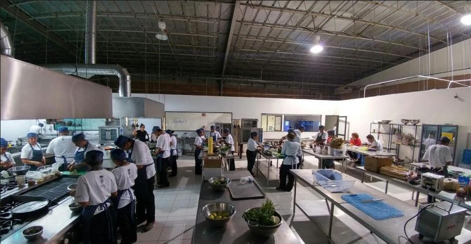 Cocina del Instituto Gastronómico Corbuse. // Foto: Ulises Rodríguez.
