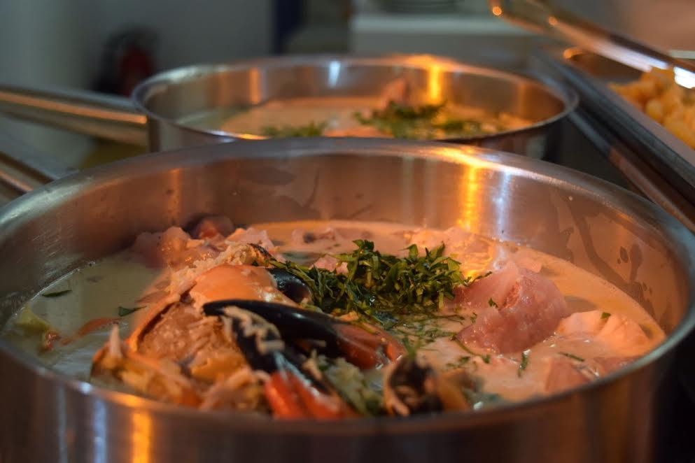 Caldo de pescados y mariscos de Belice. // Foto: Mayra Zepeda.