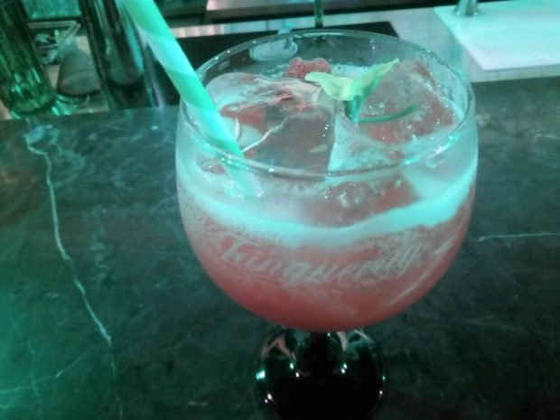 French Martini, hecho por Mica Rousseau, durante Cocktail Week México. //Foto: Roxana Zepeda.