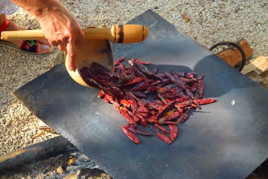 Así se ven los chiles secos, antes de quemarse. // Foto: Mayra Zepeda.