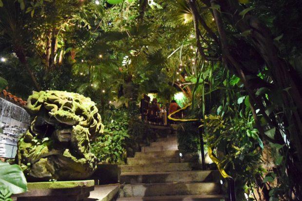 Estas escaleras llevan al jardín de Café des Artistes.//Foto: Roxana Zepeda.