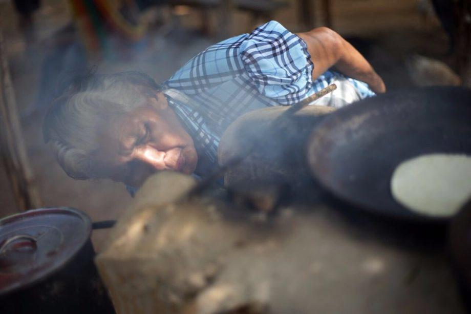 Las estufas ahorradoras de leña que protegen a las mujeres mayas