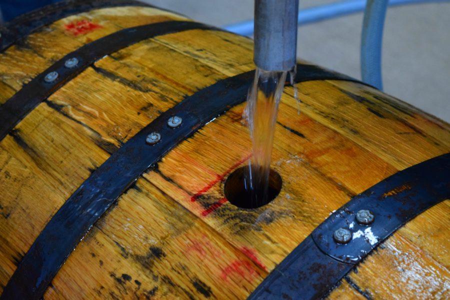 Así se ve el líquido después de la doble destilación. ¿Lo mejor? ¡Lo puedes probar!
