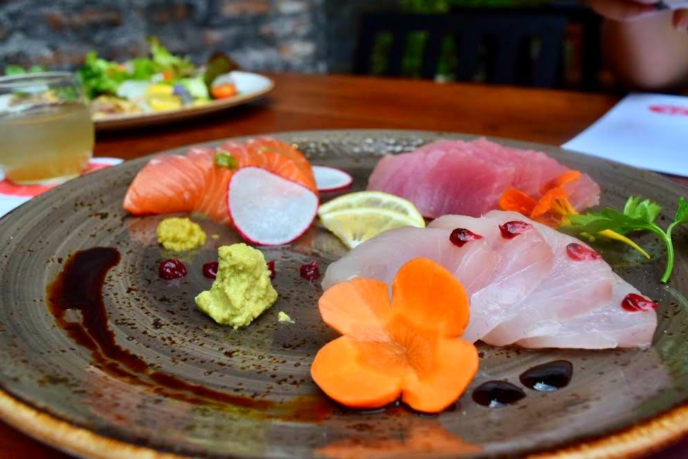 Sashimi de salmón, chutoro y kampachi de Zoku. // Foto: Mayra Zepeda (@Mayra_Zepeda)
