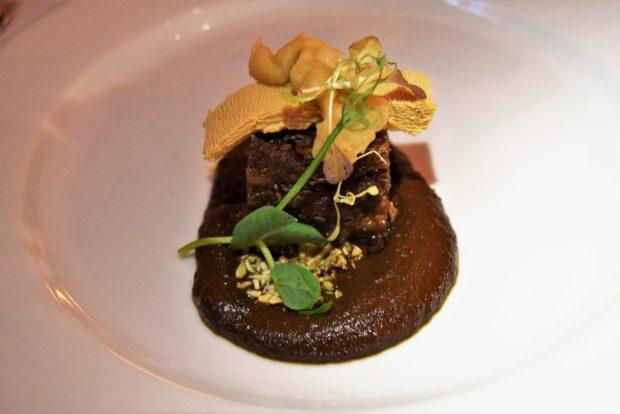 Mole de marañón con foie gras.