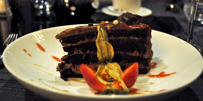 Tarta de tres chocolates de Le Sam Bistro Evolutif.