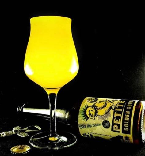 Cerveza de piña con albahaca