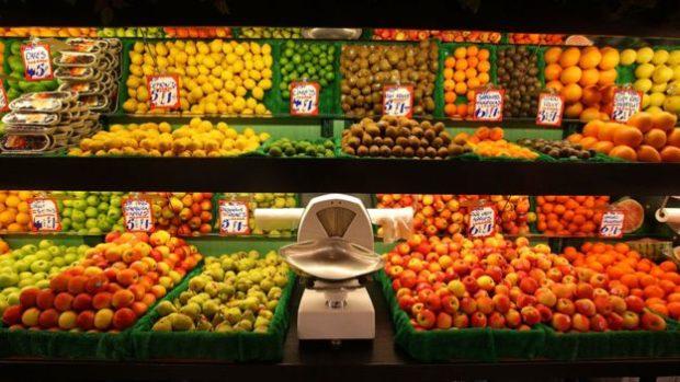 Las frutas enteras tienen fibra y nutrientes como la vitamina C y el azúcar que contienen es mejor para nuestro metabolismo que el de fuentes procesadas.