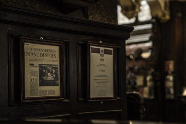 Póker de ases, la famosa foto donde se ve a Carlos Monsiváis, Carlos Fuentes, Gabriel García Márquez y José Luis Cuevas en una mesa de esta cantina.