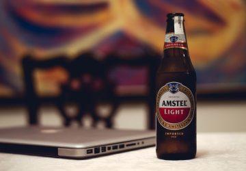 La cerveza light tiene los mismos ingredientes que una regular: agua, malta, lúpulo y levadura.