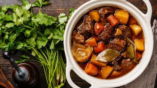 Los platos con carnes y salsas, como los estofados y sancochos, generalmente saben mejor al día siguiente. FOTO: GETTY IMAGES.