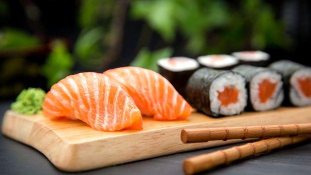 Dos rollos de sushi superan la cantidad diaria de yodo recomendada.
