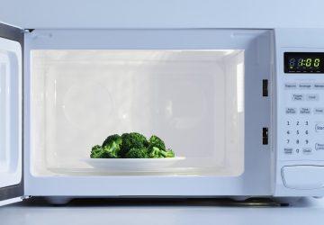¿Cómo usar el microondas en el trabajo sin que te odien tus compañeros?