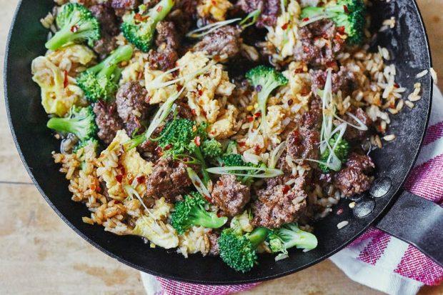 Carne molida, brocoli y arroz frito