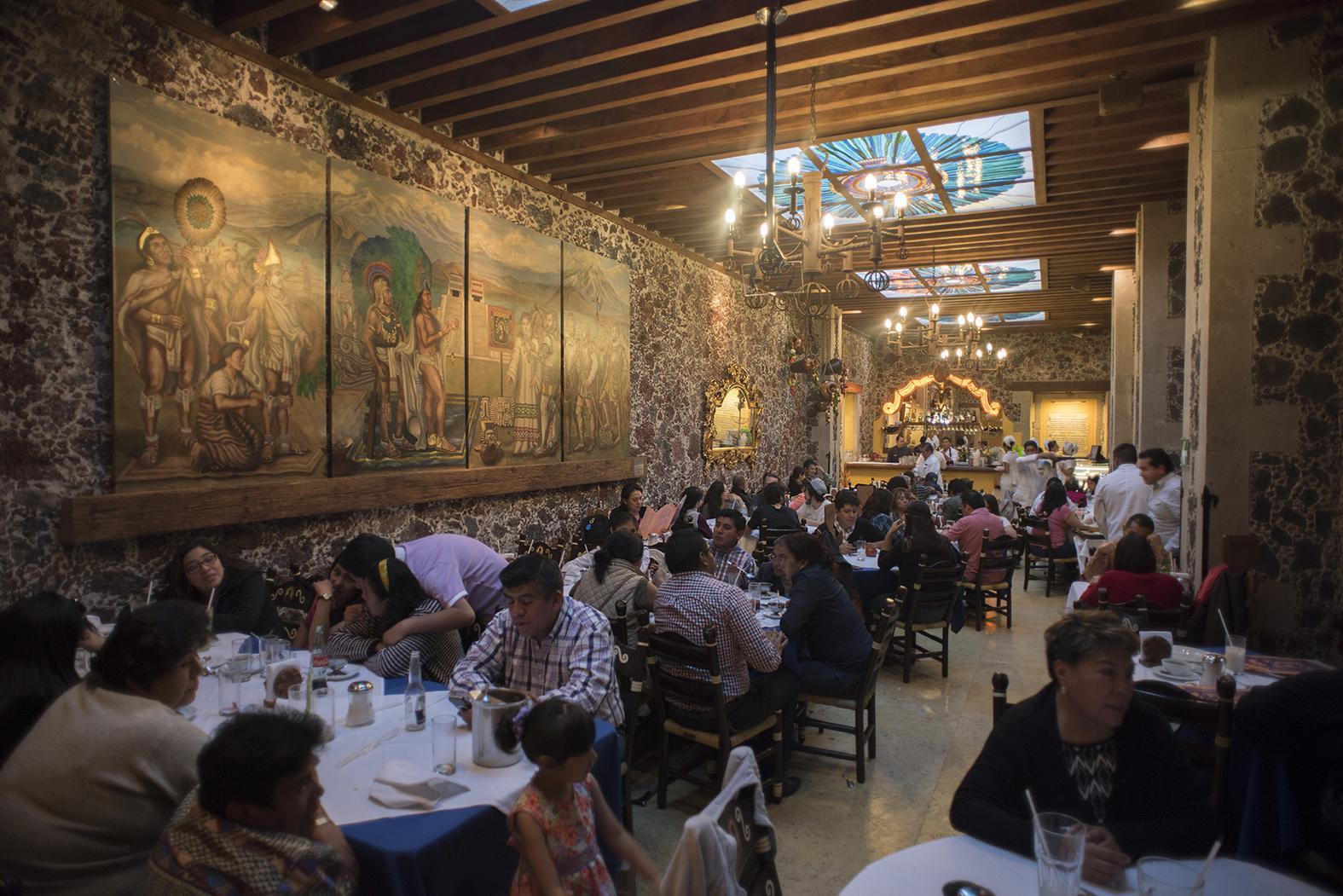 El Café de Tacuba, el 'ave fénix' de la capital mexicana