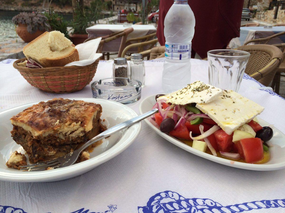 10 platos esenciales para enamorarte de la cocina griega