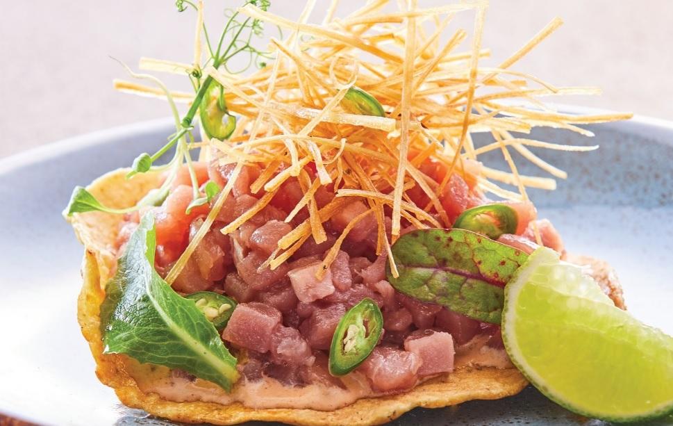 Del chef Aquiles Chávez con amor: la receta de las tostadas cantineras de atún