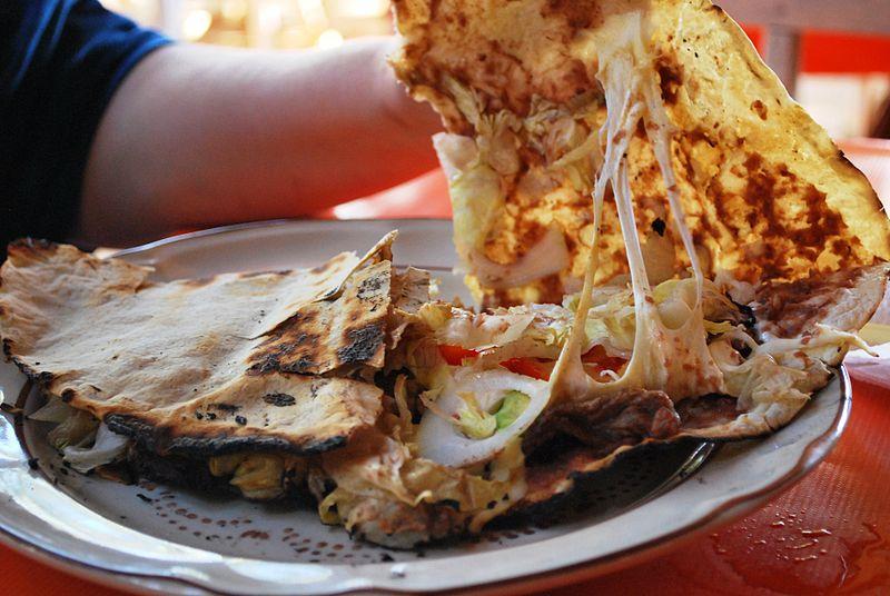 Ni tostada ni tortilla: ¿cómo se hacen las tlayudas?