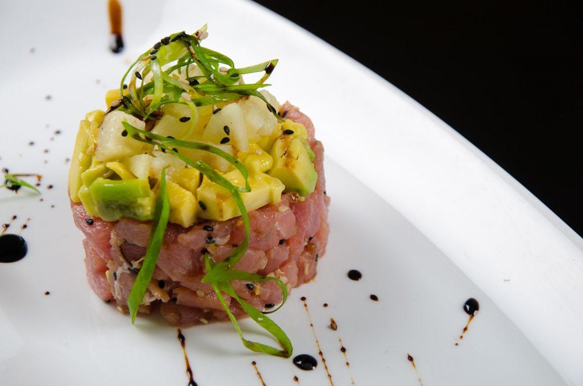 carpaccio, ceviche, tiradito, aguachile, sashimi, tártara cortes crudos